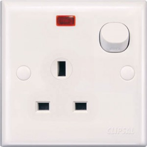13A 3 Pin Flat Switched Socket with Neon
