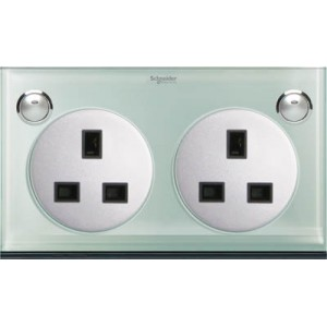 13A 3 Pin Flat Duplex Switched Socket with LED indicator
